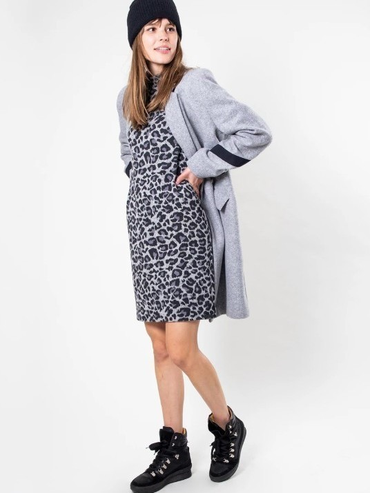 W19N586 1001 - Robe (Animalprint)